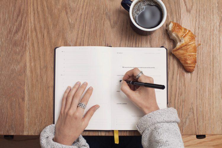 planifier année noter écrire prendre notes bilan agenda