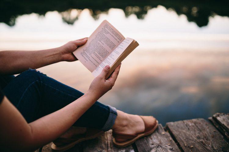 trouver du temps pour soi lire soins sortie culturelle seule bain penser à soi ego pause